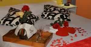 Cama decorada romanticamente